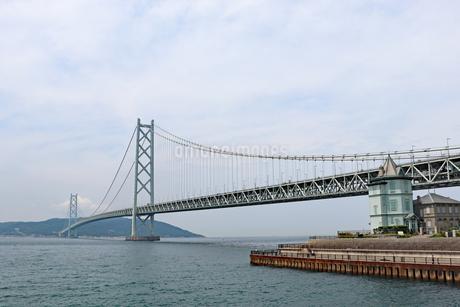 神戸・舞子公園から眺める明石海峡大橋の写真素材 [FYI03132974]