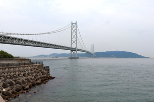 明石海峡大橋と淡路島の写真素材 [FYI03132984]