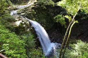 落差のある滝の写真素材 [FYI03133039]