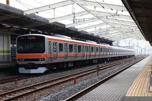 南流山駅を出発するJR武蔵野線E231系の写真素材 [FYI03133200]