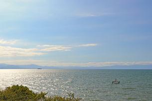 夕暮れ前の琵琶湖の写真素材 [FYI03133389]