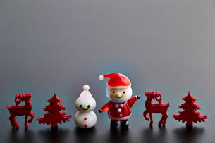 サンタと雪だるまの写真素材 [FYI03133943]