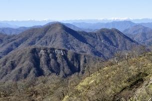 不動ノ峰より丹沢の山並みと南アルプスの眺望の写真素材 [FYI03133953]