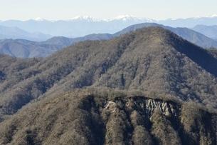 不動ノ峰より丹沢の山並みと南アルプスの眺望の写真素材 [FYI03133965]