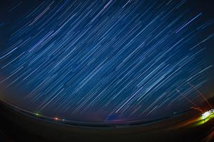 140分間の星の軌跡(仙台荒浜海岸)の写真素材 [FYI03134208]