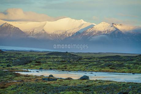 アイスランド・フィヤトルスアゥルロゥン湖の雪山の写真素材 [FYI03134270]