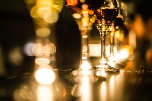 おしゃれなワイングラスの写真素材 [FYI03134434]