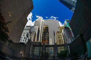 ニューヨーク・マンハッタンのビル群の写真素材 [FYI03134441]