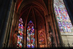 ウイーン ヴォティーフ教会のステンドグラスの写真素材 [FYI03135226]