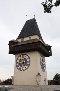 グラーツ シュロベスクの丘の時計台の写真素材 [FYI03135253]