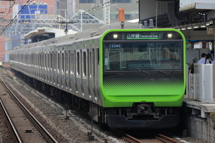 山手線 E235系電車の写真素材 [FYI03135802]