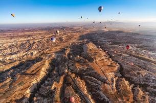 トルコ・カッパドキアの気球の写真素材 [FYI03135896]