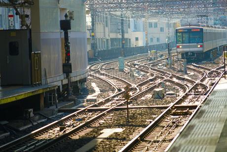 電車とレールのイメージの写真素材 [FYI03136002]