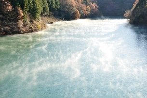 秋の湖の写真素材 [FYI03136057]