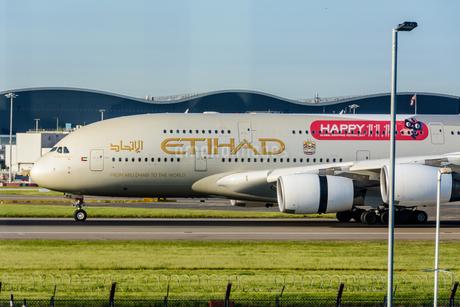 エティハド航空 EY A380の写真素材 [FYI03136165]