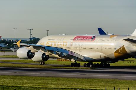 エティハド航空 EY A380の写真素材 [FYI03136167]