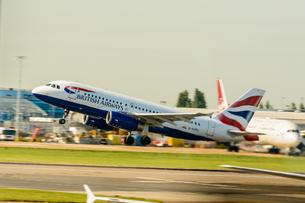 ブリティッシュ・エアウェイズ BA A320の写真素材 [FYI03136215]
