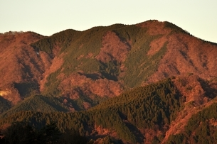 朝焼けの焼山の写真素材 [FYI03136510]