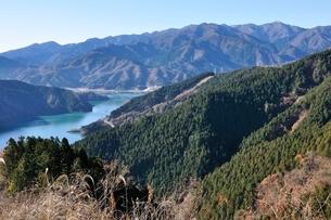 丹沢の眺望と宮ヶ瀬湖の写真素材 [FYI03136534]