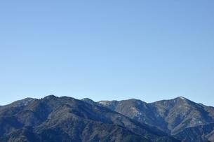 青空と山地の写真素材 [FYI03136560]