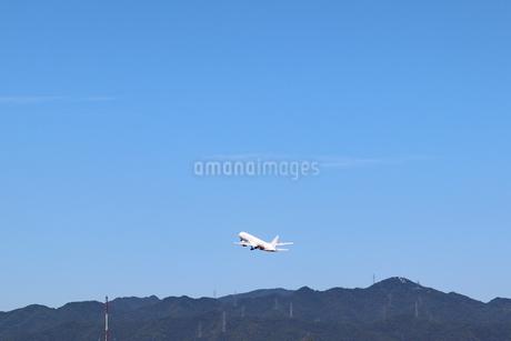 大空と飛行機の写真素材 [FYI03136710]