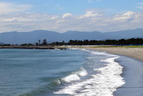 波打ち際の砂浜の写真素材 [FYI03136714]