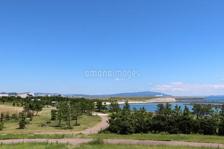 海辺の公園と空港の写真素材 [FYI03136720]