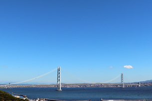 明石海峡大橋と青空の写真素材 [FYI03136765]