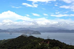 鳴門海峡と大鳴門橋の写真素材 [FYI03136776]