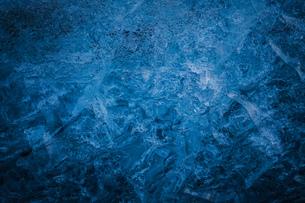 氷の洞窟の氷壁(アイスランド・ヴァトナヨークトル氷河)の写真素材 [FYI03137061]