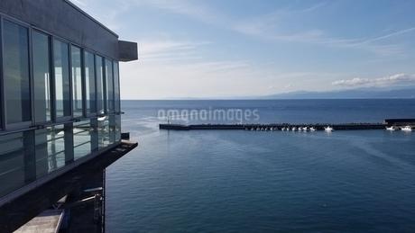 ガラスと海の写真素材 [FYI03137170]
