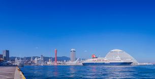 兵庫県 神戸市 自然 風景 パノラマ 青空の神戸港の写真素材 [FYI03137408]