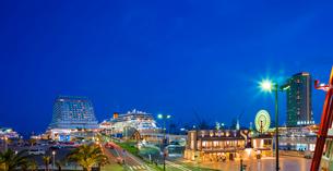兵庫県 神戸市 自然 風景 パノラマ 神戸港夜景の写真素材 [FYI03137436]