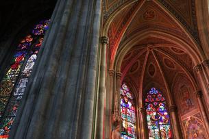 ヴォティーフ教会のステンドグラスの写真素材 [FYI03138016]