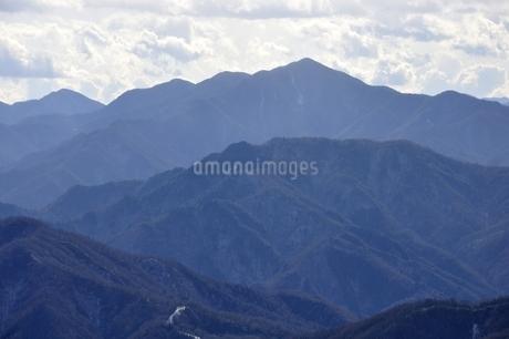 初冬の大菩薩嶺の写真素材 [FYI03138228]