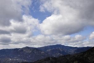 奥秩父山塊と流雲の写真素材 [FYI03138234]