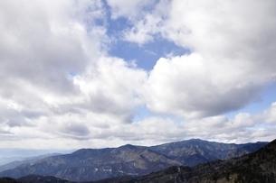 奥秩父山塊と流雲の写真素材 [FYI03138235]