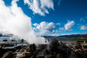 諏訪湖間欠泉センター間欠泉の噴出の写真素材 [FYI03138342]