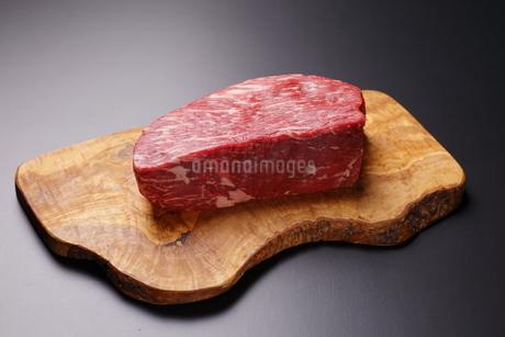 牛肉ブロックの写真素材 [FYI03138360]