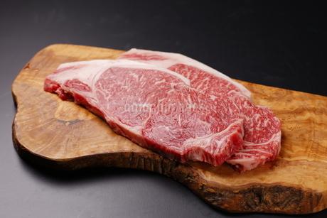 牛肉サーロインの写真素材 [FYI03138405]