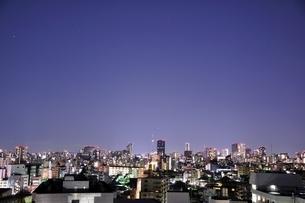 夜景の高層ビル群の写真素材 [FYI03139059]