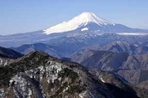 鍋割山より雄大な富士山の写真素材 [FYI03139337]