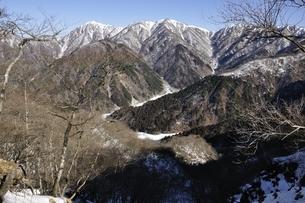鍋割山より蛭ヶ岳から丹沢山の稜線の写真素材 [FYI03139349]
