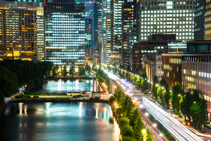 東京ミッドタウン日比谷テラスより丸の内・大手町の夜景の写真素材 [FYI03139582]