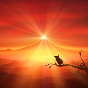 富士山の日の出とネズミのシルエットの写真素材 [FYI03139601]