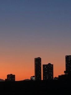 夕暮れとビルの写真素材 [FYI03139618]