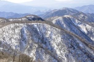 塔ノ岳からの冬の鍋割山稜の写真素材 [FYI03141491]