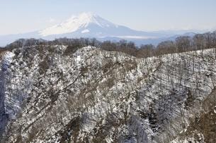 雪の鍋割山稜と富士山の写真素材 [FYI03141520]