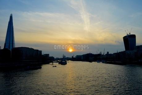 夕陽の写真素材 [FYI03141657]