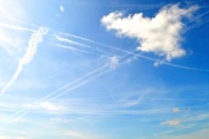 飛行機雲の写真素材 [FYI03141658]